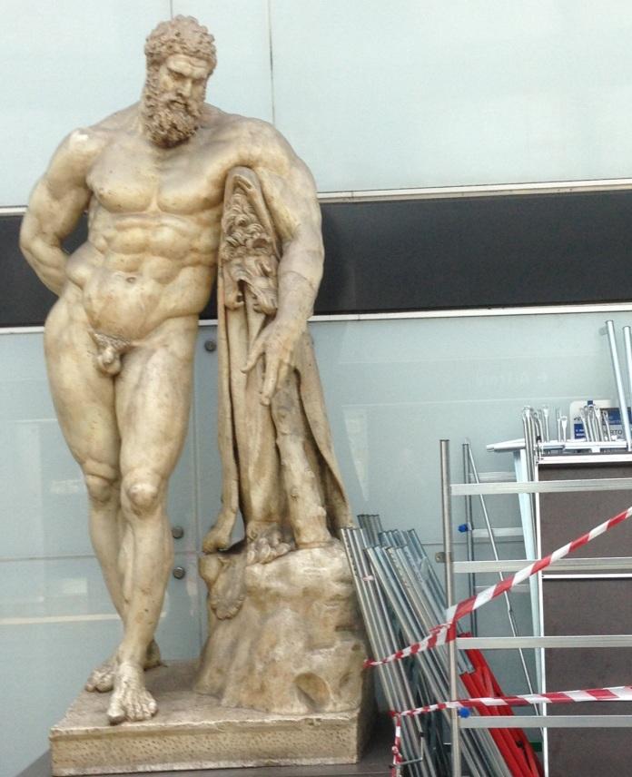 Hercules invigilating  the works in progress at the Vittoria metro station.